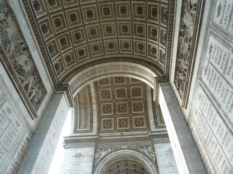 凱旋門の内側