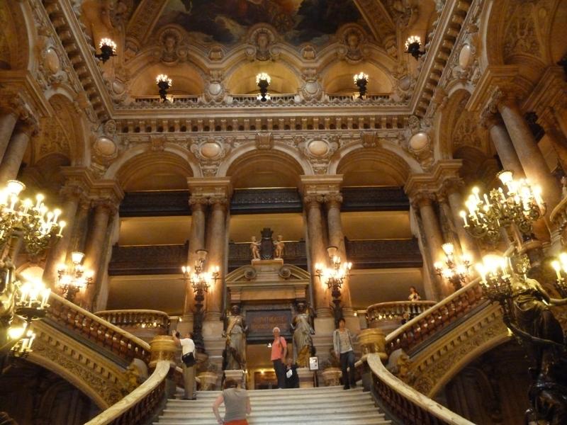 オペラガルニエの大階段