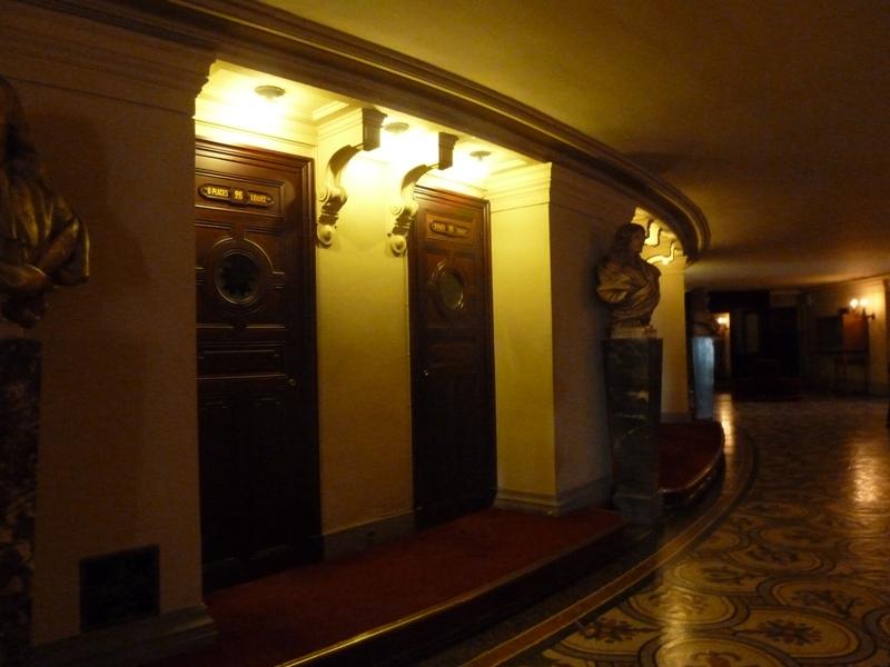 劇場の個室のドア
