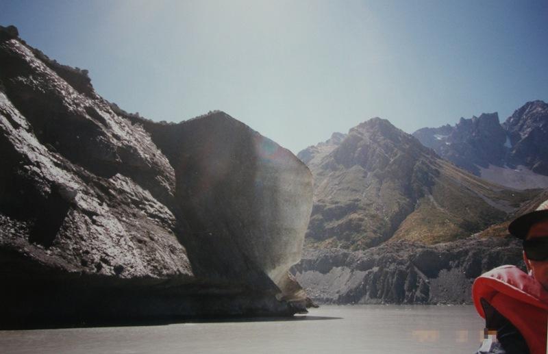 氷河ボートツアーではサングラスが必須
