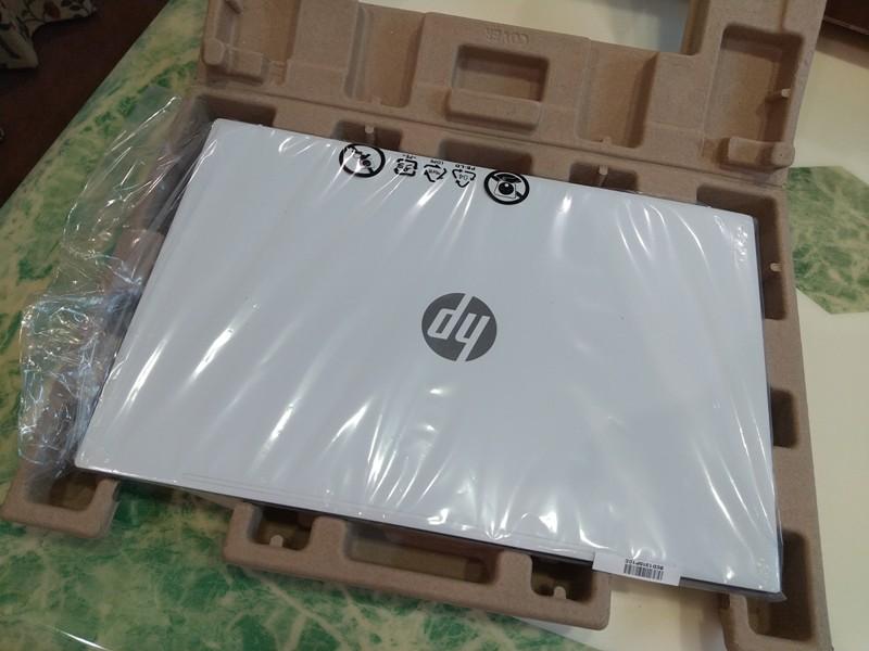 PCはプラスチック製の袋で包まれている