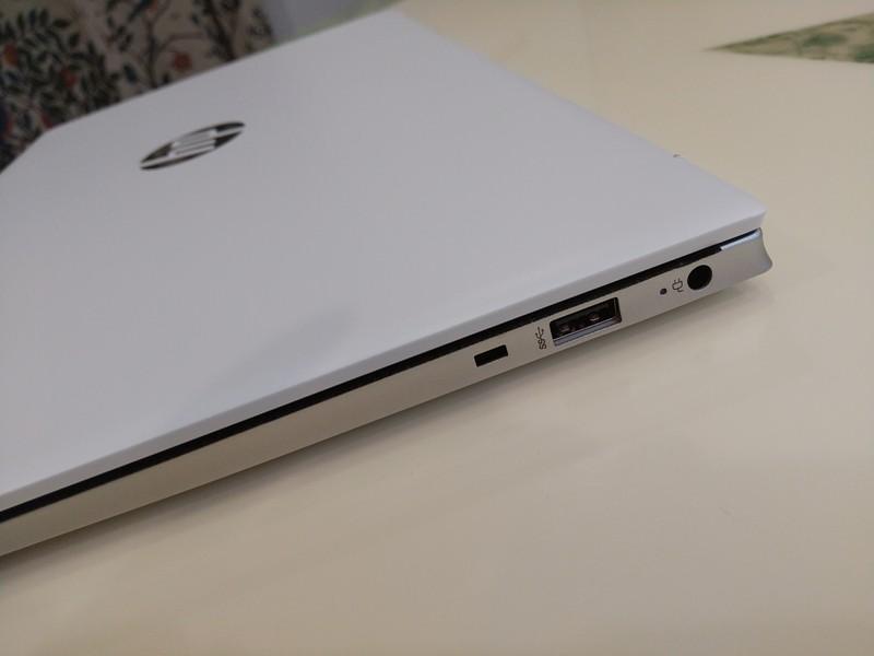 HP Pavilion 15-ehのノートPC右側面